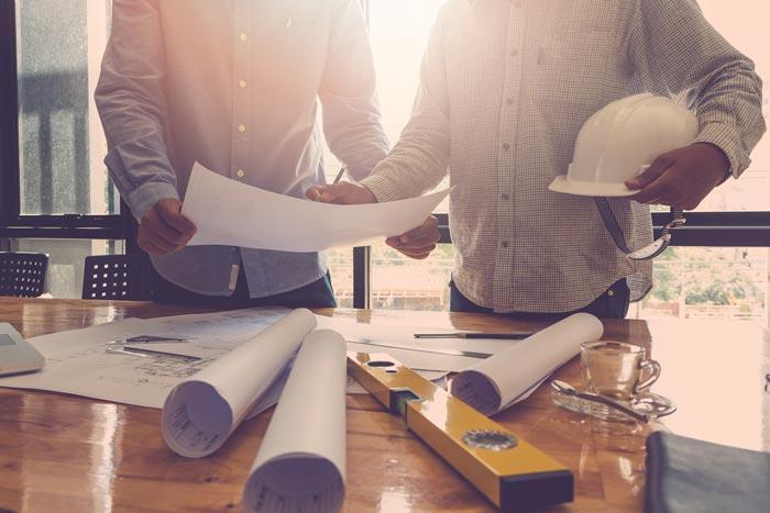 Baurecht Bauvertrag wird geprüft