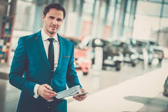 Kfz-Vertragsrecht Automobilverkäufer im Autohaus